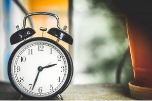 風俗で稼げる時間帯はいつごろ?業種別の時間帯や客層を解説!